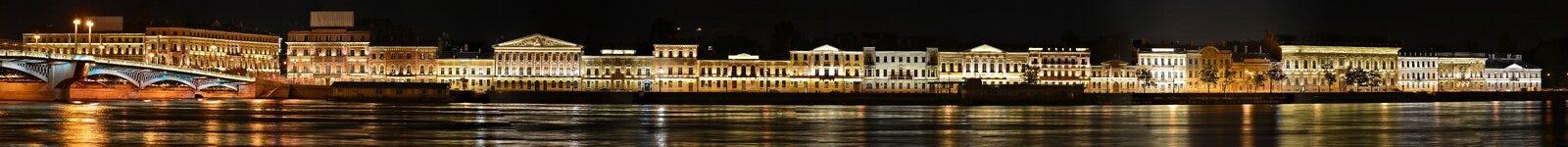 St Petersburg engelsk invallning Royaltyfri Foto