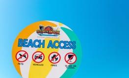 ST PETERSBURG FL, LUTY, - 5, 2016: Plażowy dostępu znak St Pete Zdjęcie Royalty Free