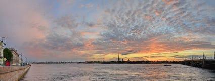 St Petersburg floden Neva Arkivfoton