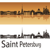 St Petersburg horisont i orange bakgrund stock illustrationer