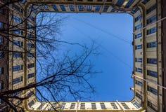 St Petersburg jardy ceglana miasta dziewczyny ulic ściana lanes fotografia royalty free