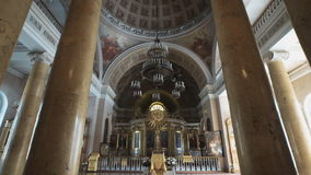 ST PETERSBURG - JULI 25: Traditionell kyrklig inre lager videofilmer