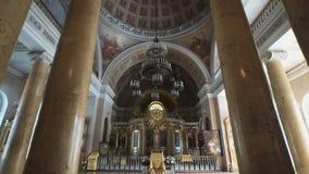 ST PETERSBURG - 25. JULI: Traditioneller Kircheninnenraum stock video footage