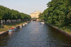 St. Petersburg kanalen Stock Afbeeldingen