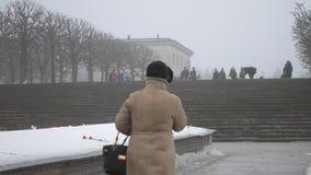 St Petersburg La Russia Cimitero del memoriale di Piskaryovskoye archivi video