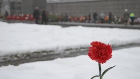 St Petersburg La Russia Cimitero del memoriale di Piskaryovskoye video d archivio