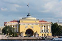 St Petersburg, le bâtiment d'Amirauté Image stock
