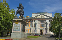 St. Petersburg, Mikhaylovskiy Engineer castle and monument to ki Stock Photos
