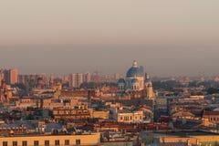 St Petersburg na luz da noite fotos de stock