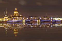 St Petersburg nattsikt Arkivbild