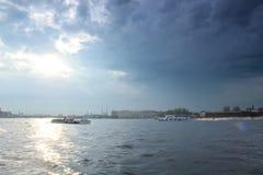 St Petersburg, Neva después de la tormenta imagen de archivo