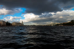 St Petersburg, Neva Fluss Lizenzfreie Stockfotos