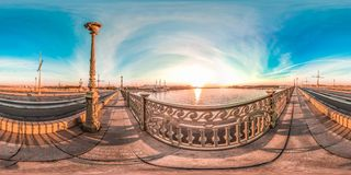 St Petersburg - 2018: Neva vita nätter blå sky sfärisk panorama 3D med vinkel för visning 360 ordna till för virtuell verklighet  Arkivfoto