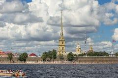 St Petersburg och dess dragning Arkivfoton