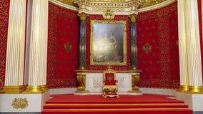 St Petersburg, Peterhof, Rússia, em junho de 2018: Palácio do inverno Interior da sala pequena do trono no museu de eremitério do vídeos de arquivo
