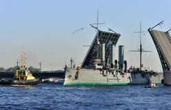 St Petersburg Przejście krążownik Obrazy Royalty Free