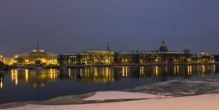 St Petersburg, quai de Neva Photos stock