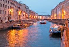St Petersburg Rússia Barcos da excursão Imagem de Stock Royalty Free