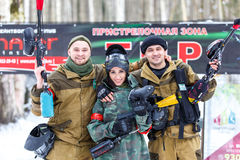 St Petersburg, Rússia - 21 de fevereiro de 2016: Jogo anual grande 'dia M' da encenação do paintball no clube de Snaker Imagem de Stock