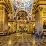 ST PETERSBURG, RÚSSIA - 26 DE JULHO DE 2014: Turistas no inter Fotografia de Stock