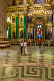 ST PETERSBURG, RÚSSIA - 26 DE JULHO DE 2014: Turistas no inter Fotografia de Stock Royalty Free