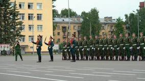 ST PETERSBURG, RÚSSIA - 20 DE JUNHO DE 2019: Soldados do exército do russo video estoque