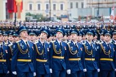 ST PETERSBURG, RÚSSIA - 9 DE MAIO: Parada militar da vitória Fotos de Stock Royalty Free