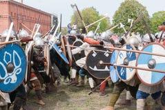 St Petersburg, Rússia - 27 de maio de 2017: Reconstrução histórica da batalha de Viking em St Petersburg, Rússia Foto de Stock Royalty Free