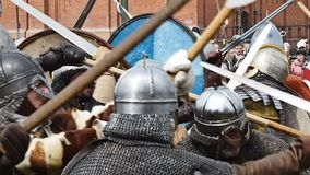 St Petersburg, Rússia - 27 de maio de 2017: Reconstrução histórica da batalha de Viking em St Petersburg, Rússia