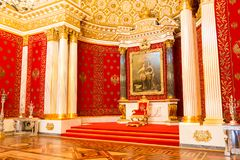 St Petersburg, Rússia - 12 de maio de 2017: Trono real, interior do eremitério do estado, um museu de arte e cultura dentro Fotografia de Stock