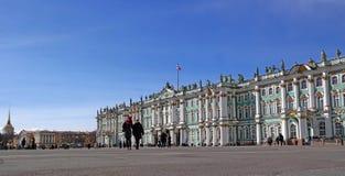 St Petersburg, Rússia - 22 de março de 2015: O palácio do inverno - eremitério - mola adiantada Imagens de Stock Royalty Free