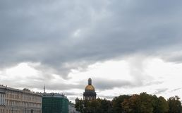 St Petersburg, Rússia - 25 de setembro de 2017: Restauração da catedral do ` s do St Isaac em St Petersburg Imagem de Stock
