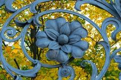 St Petersburg, Rússia Elemento do metal da arquitetura no formulário da flor na cerca do jardim de Michael em St Petersburg Foto de Stock Royalty Free