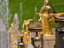 St Petersburg, Rússia-Jule 29, 2018 Fontes da cascata grande em Peterhof fotos de stock royalty free