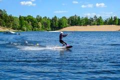 St Petersburg Rússia 05 2018 Menina bonita do windsurfe fotos de stock royalty free
