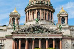 St Petersburg, Rússia - opinião da fachada do close up da catedral do St Isaacs Fotografia de Stock