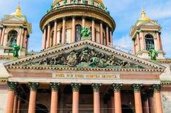 St Petersburg, Rússia - opinião da fachada do close up da catedral do St Isaacs Imagens de Stock Royalty Free