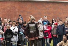 St Petersburg, Rússia - podem 28, 2016: Preparação para os Viquingues O reenactment e o festival históricos podem sobre 28, 2016, Foto de Stock Royalty Free