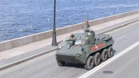 St Petersburg, R?ssia, o 8 de maio de 2019, equipamento militar no ensaio da parada em honra de Victory Day o 9 de maio filme