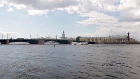 St Petersburg Rio de Neva Ponte do palácio vídeos de arquivo