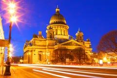 St Petersburg Rosja cumujący noc portu statku widok St Isaac obrazy royalty free