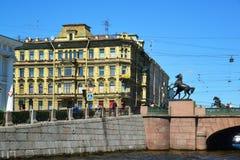 St Petersburg Rosja, Czerwiec, - 04 2017 Dom handlarz Sharov i Anichkov most Zdjęcia Royalty Free