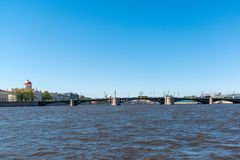 St Petersburg Rosja, Czerwiec, - 04 2017 Widok pałac most od Neva rzeki Obrazy Royalty Free