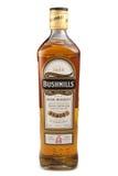ST PETERSBURG ROSJA, Grudzień, - 05, 2015: Butelka Bushmills Oryginalny Irlandzki whisky, Irlandia Zdjęcia Stock