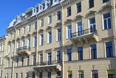 St Petersburg, Rosja, Luty, 27, 2018 Bulwar Fontanka rzeka, dom 28 Mieszkanie dom Orzhevsky, czerep Zdjęcie Stock