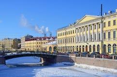 St Petersburg, Rosja, Luty, 27, 2018 Dom d f Adamini na bulwarze rzeczny Moika w zimie w pogodnym w Obrazy Stock