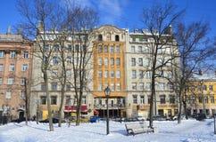 St Petersburg, Rosja, Luty, 27, 2018 Zyskowny dom łączny akcyjnej firmy ` budowniczego ` budował w 1910 na Gangutskaya ulicie, Obrazy Stock