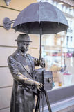 ST PETERSBURG ROSJA, Maj, - 15, 2013: brązowy zabytek fotograf w Malaya Sadovaya ulicie w St Petersburg monume Zdjęcie Stock