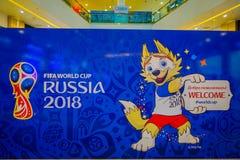 ST PETERSBURG, ROSJA, 02 2018 MAJ: Oficjalna maskotka 2018 FIFA puchar świata wilczy Zabivaka na theatrical Zdjęcie Royalty Free
