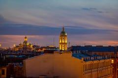 ST PETERSBURG, ROSJA, 01 2018 MAJ: Plenerowy widok Bykovo Kościół Vladimir ikona matka bóg dzwon Obrazy Stock